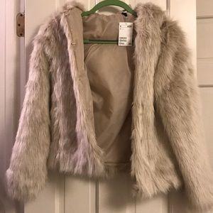 H&M Jackets & Coats - NWT H&M FAUX FUR JACKET